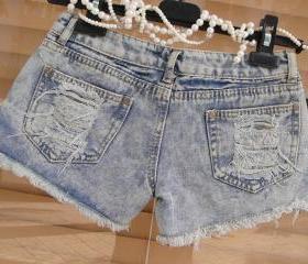 HIGHWAISTED BLEACHED AND DESTROYED SHORTS 53
