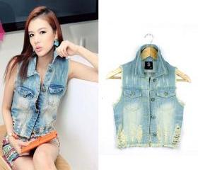 TORN AND WORN DENIM VEST WITHOUT SLEEVES [286]